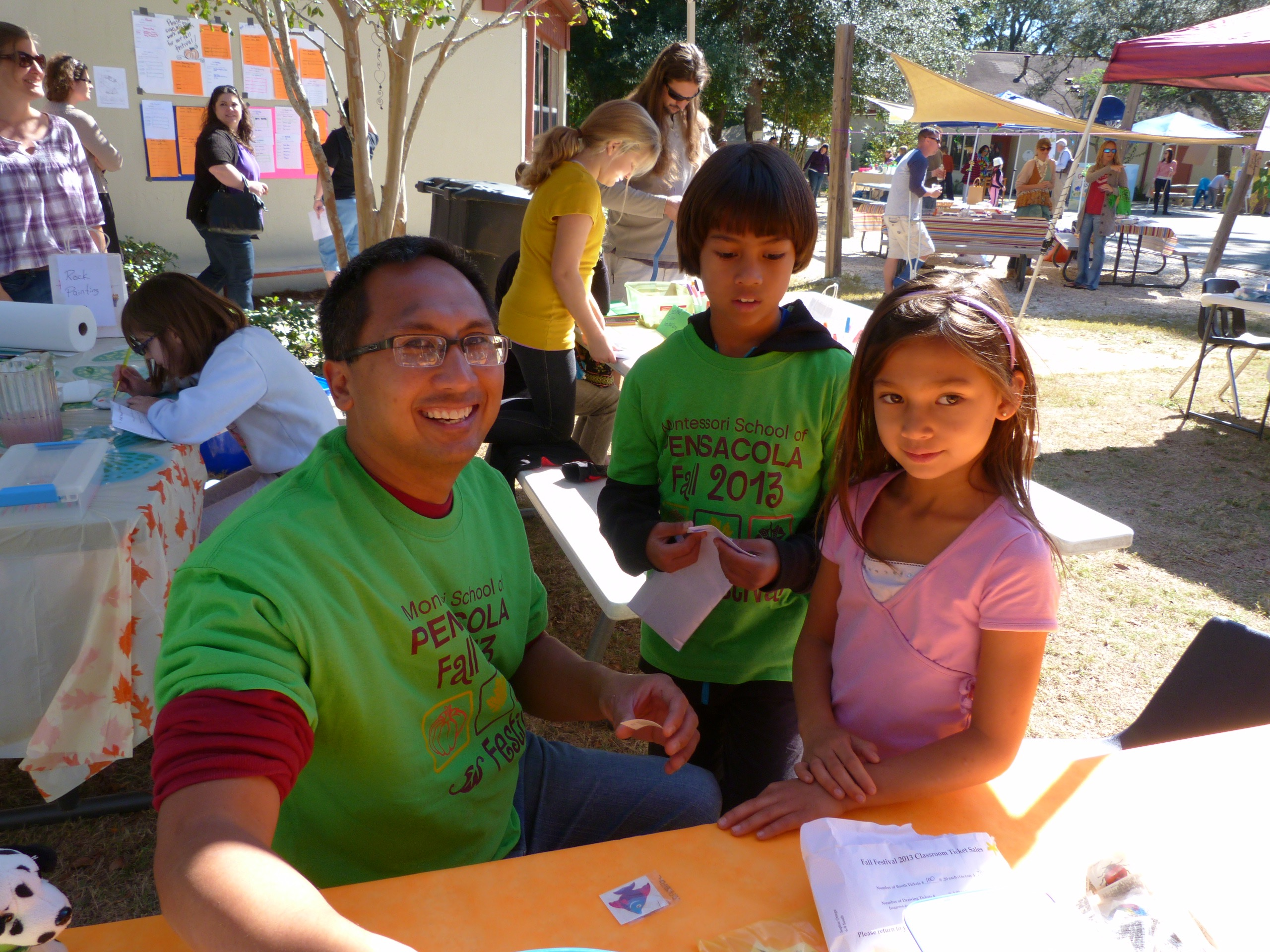 Father and children enjoying the 2013 MSP Fall Festival